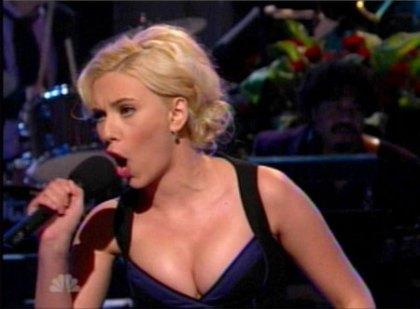 Scarlett Johansson can sing